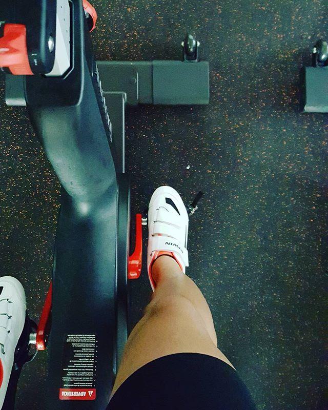 [liliavilez20] Spinnig… Feliz miércoles spinning bicicleta lovegym motivaciongym womenpower dreams