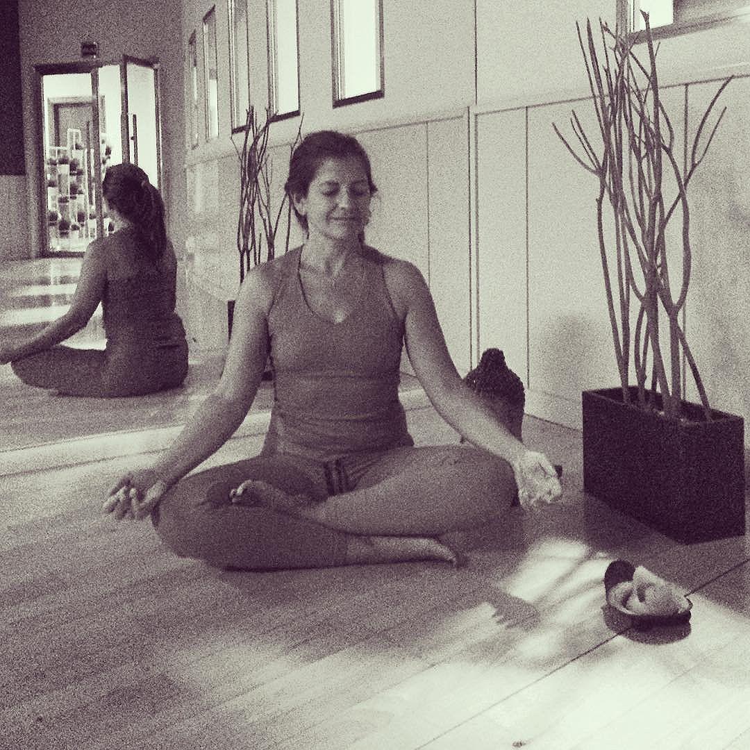 [victoriagregori] Today is 21 of 30dayschallenge yogagirlchallenge @yoga_girl keep trying…