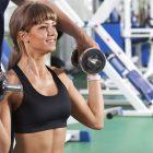 entrenamiento de hombro en sala fitness o2cw entrenador personal
